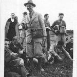 אלכסנדר איג עם תלמידים בסיור בוטני