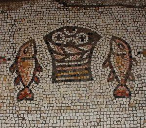 דגים בפסיפס בכנסיית הלחם והדגים. צילם: עוזי פז ©