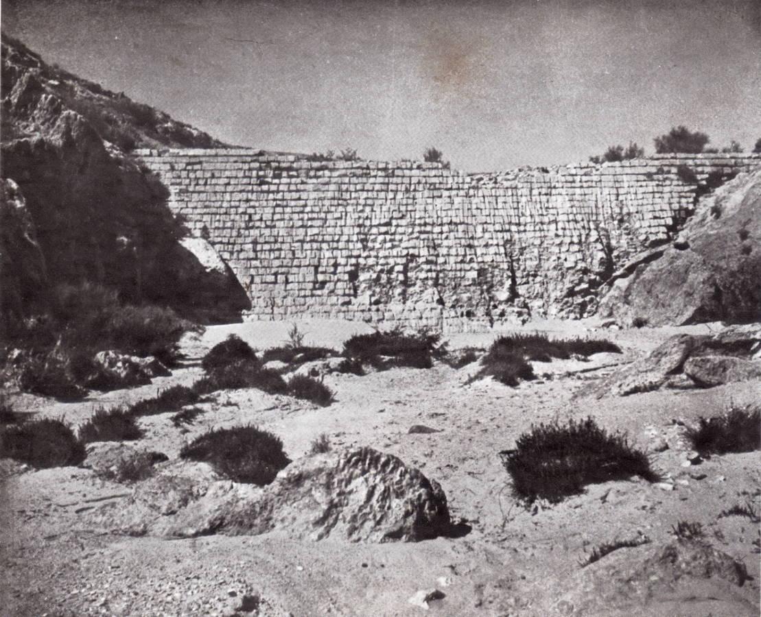 """סכר עתיק בממשית, מקור: רייפנברג 1950 """"מלחמת המזרע והישימון""""."""